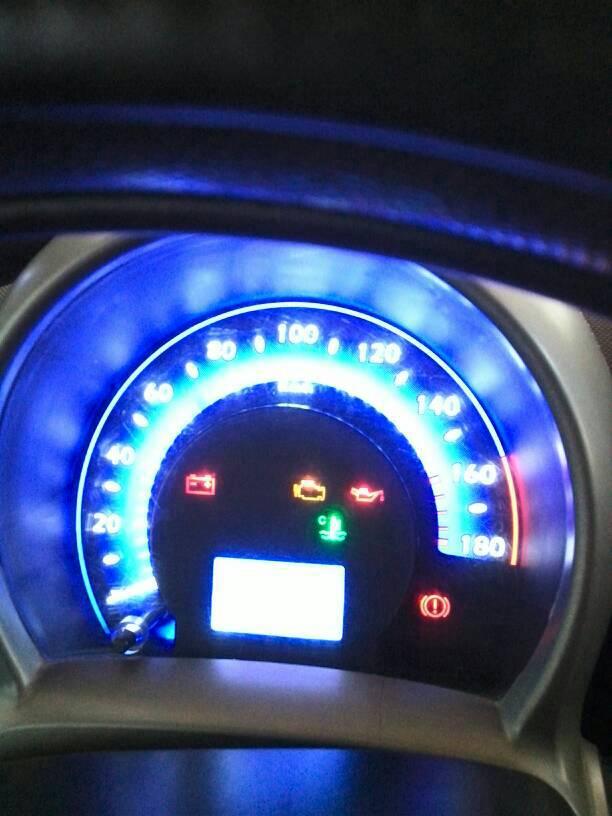 如图!:给个图片看看,一般的有电瓶、机油灯、发动机故障灯、