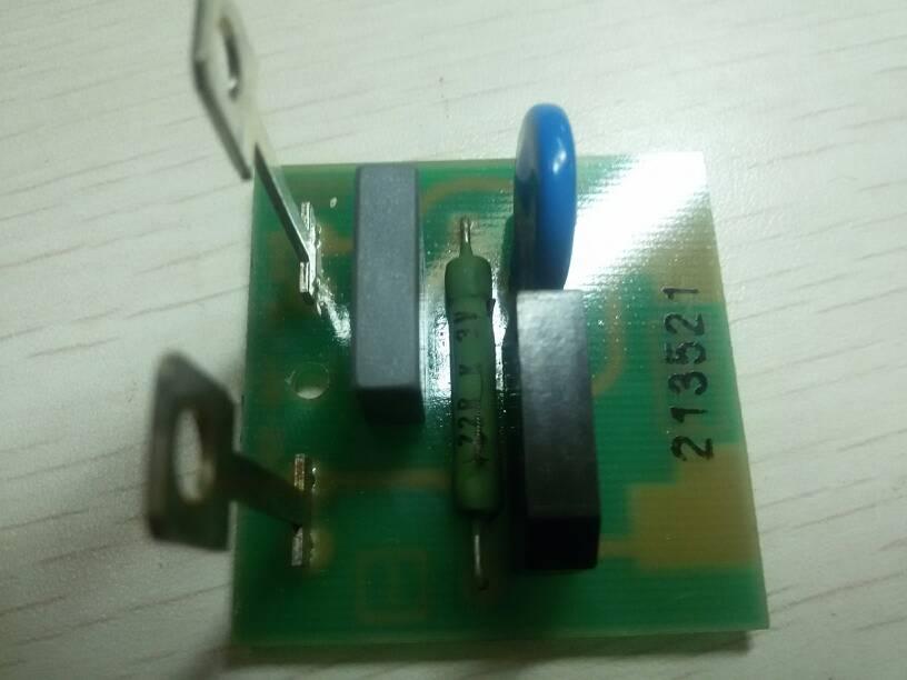 请问dungs的电磁阀整流电路板上有个电阻22rk3v表示图片