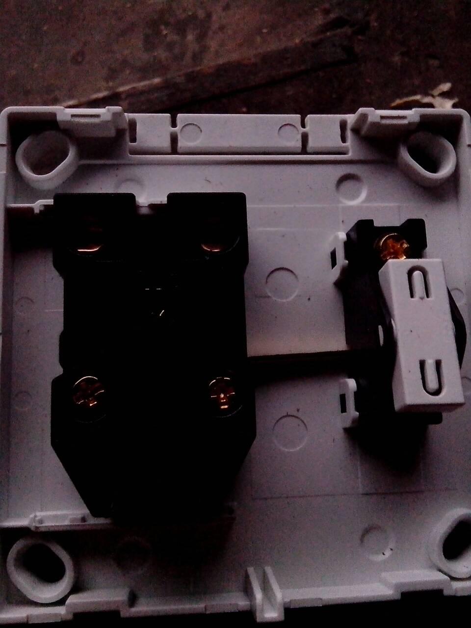 追问我都试了啊把灯的零线火线都接到插座也试了但就是没有用啊