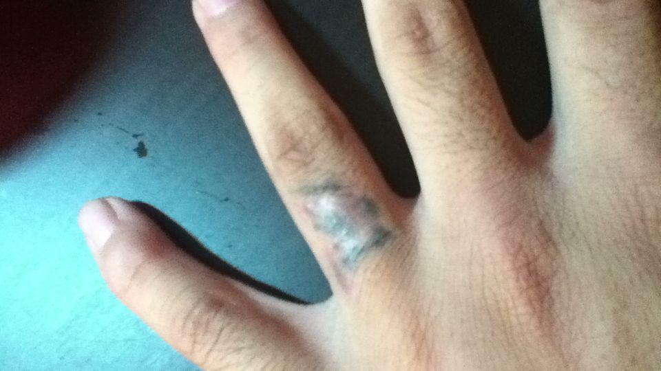 有纹身和烟疤能当兵么.图片