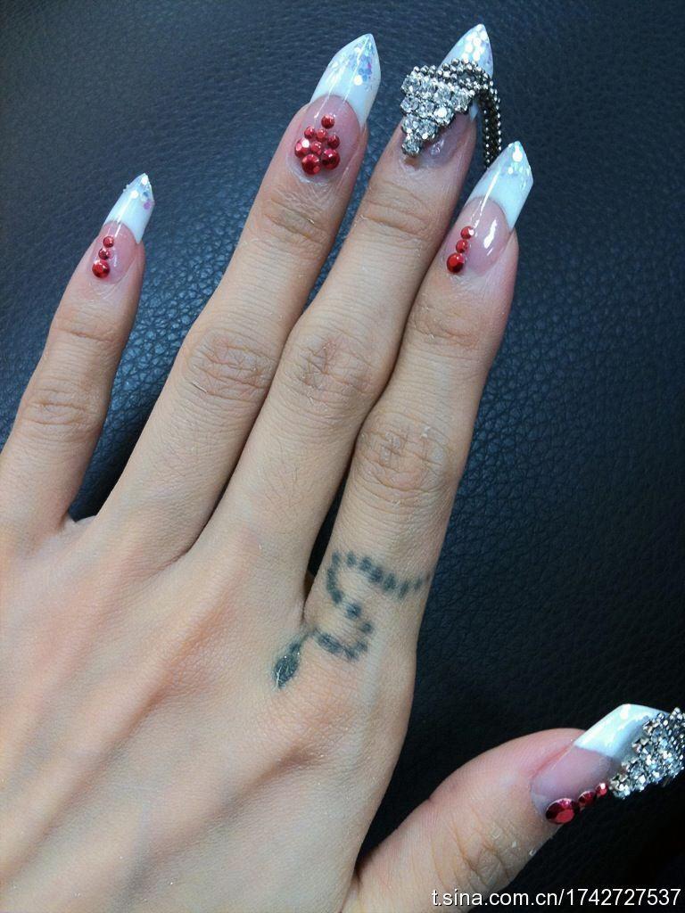 纹蔡依林手指和手臂上那种小纹身大概要多少钱图片
