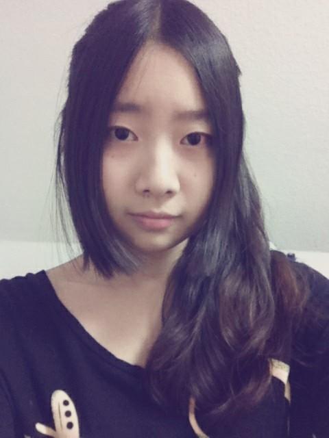 圆脸大额头的女孩子适合留中分三七分还是齐刘海图片