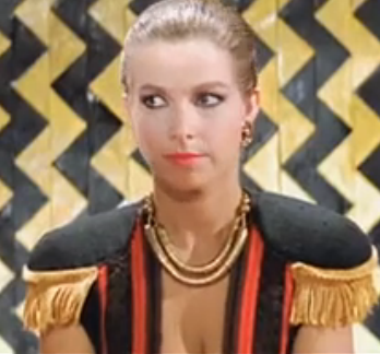 武打电影 里面有一个外国女人是头头