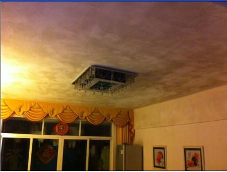请问瓦房搞吊顶在多雨地会不会吊顶潮湿发霉,会的话用图片