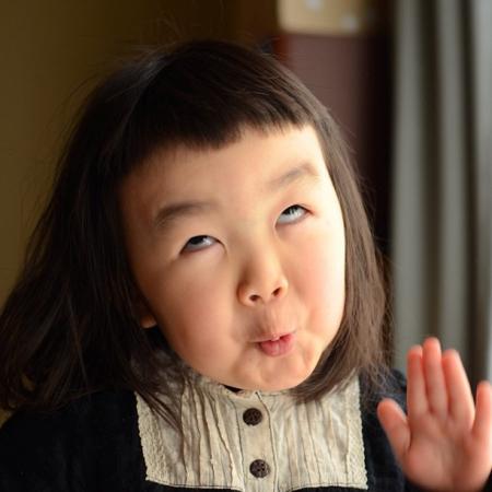 齐刘海小女孩qq表情 26 2010-10-23 一个留着齐刘海的小女孩的qq表情图片