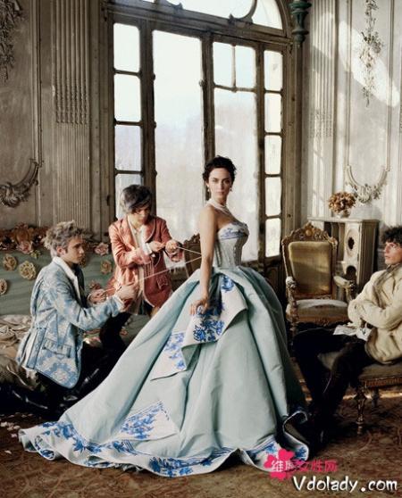 谁有欧洲中世纪宫廷女人的服装图片?要有真人穿上去的
