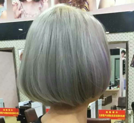 头发漂了三次后染了奶奶灰,现在想染回棕色,还需要再漂吗?是不是直图片