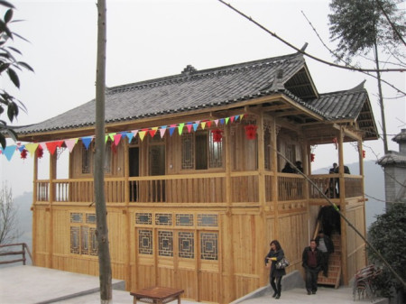 木材怎么防腐,木头之制造的房子怎么防雨淋风吹,不腐?图片