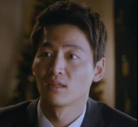 韩国电影《夜之名字》里演男主女王的老板叫演员?类似孙艺珍外出的韩国电影图片