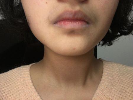 今天用美宝莲的眼唇卸妆液 卸唇膏 卸完以后嘴唇发白