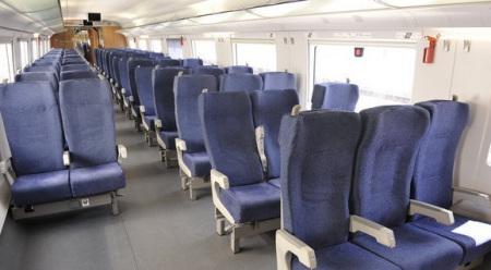 请问高铁 动车座位 是跟普通列车一样的形式吗? 是面对面的吗?图片