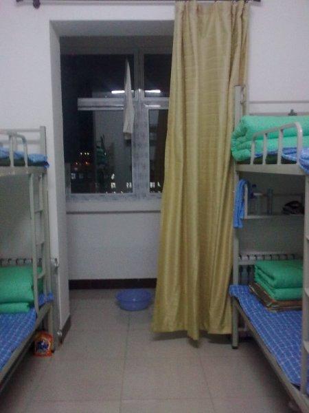 谁有芜湖职业技术学院宿舍的图片啊,拜托!图片
