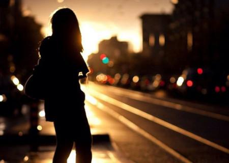 一个人孤独背影图片 女生背影头像 女生背影图片 下雨天一个人背影图片