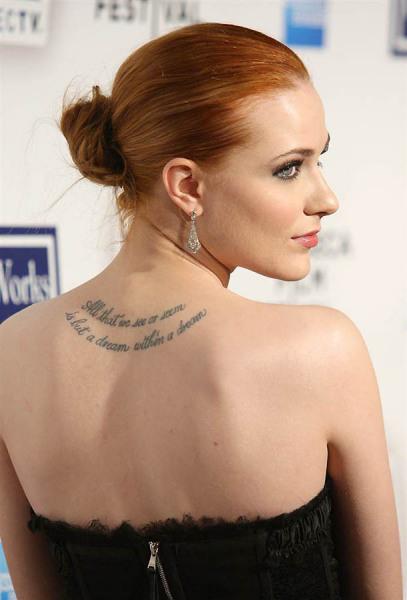 我想知道这个欧美颈背部有纹身的女明星是谁和她纹身的意思>  thx图片
