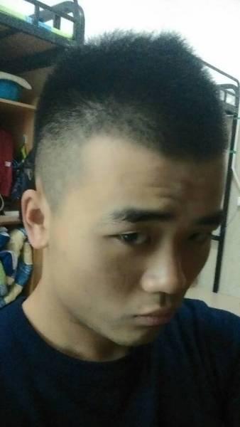 刚上大学剪了留了两年的头发 想换个新发型,就都剃了图片