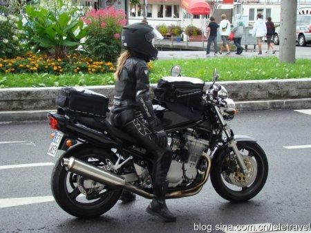 女生骑摩托车超拽图片