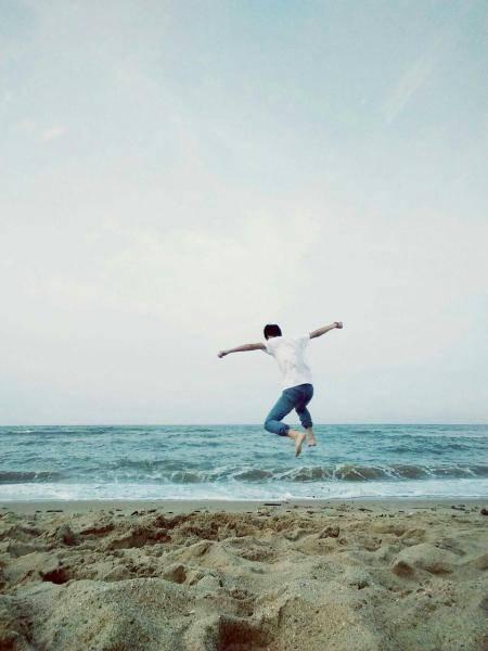 求qq男生海边背影头像,高清高清,多多益善图片