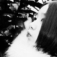 一个黑白的露后背侧脸的短发女生头像 跪求图片