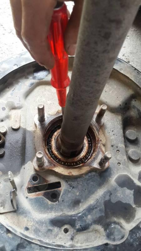 日产帕拉丁后轮轴承怎么拆高清图片