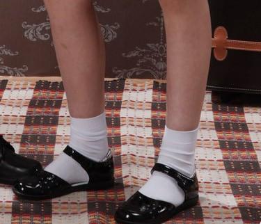 上小学电脑课的时候看到一个穿黑皮鞋白袜子的女孩,我故图片