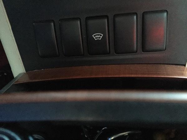 求助,尼桑天籁2004款,这个按钮有什么作用高清图片