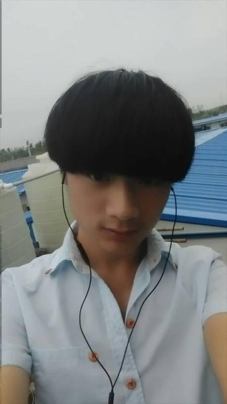 求几张13 14岁男生的帅照图片