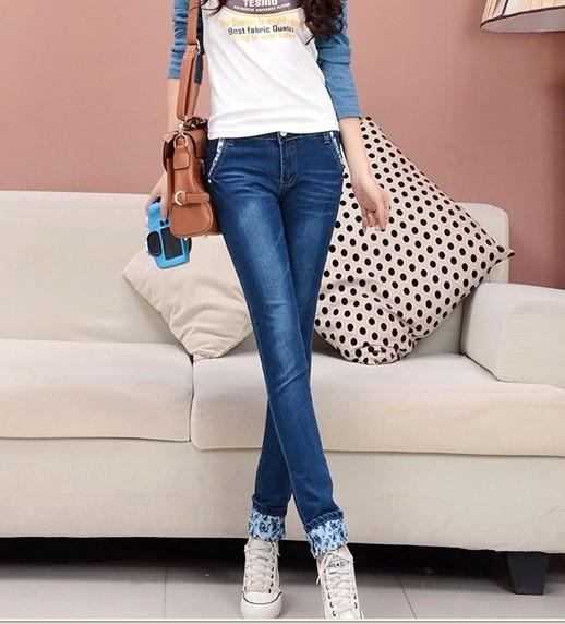 穿牛仔裤的美女图片
