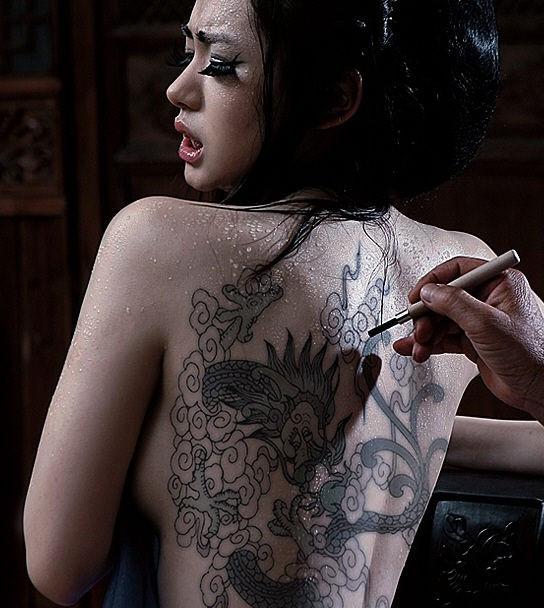 哪里有女生纹身的图片?