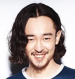 男生留这个头发两边剃掉中间很长,最开始该怎
