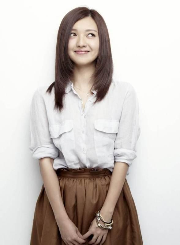 《落地,请开手机》,在剧中 扮演女主角空姐李小晚;3月出演的都市爱情