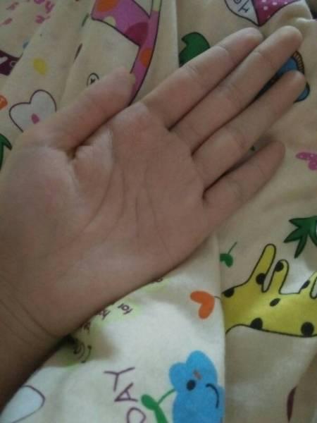 我是女生,十三岁,一只手可以抓住一个胸,请问我发育正常么?