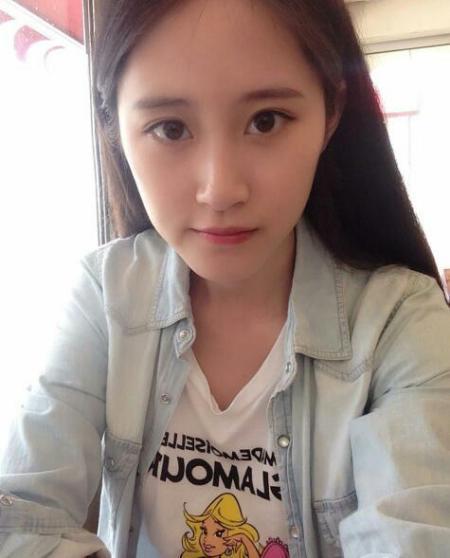 民间酷似刘亦菲的女生