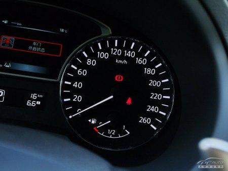 天籁 汽车里程表 下出现一个易拉罐样子 的标志 是 高清图片