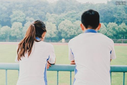 两个人谈恋爱,有感情就可以么,存在问题怎么办?